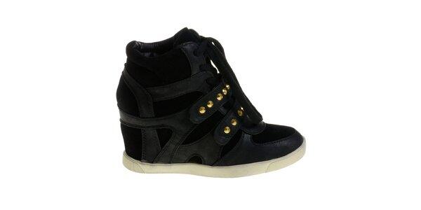 Dámske čierne topánky Maria Barcelo na vysokom podpätku so zlatými cvokmi