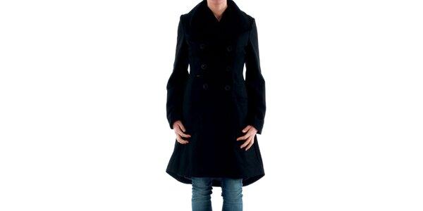 Dámsky čierny kabát s gombíkovým zapínaním Amy Gee