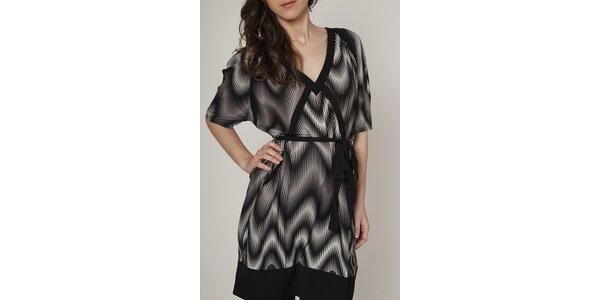 Dámske čierno-biele šaty Mell s geometrickým vzorom