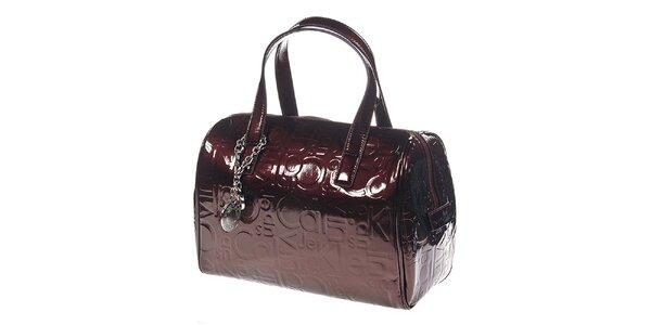 Dámska červenohnedá kabelka so vzorom Calvin Klein