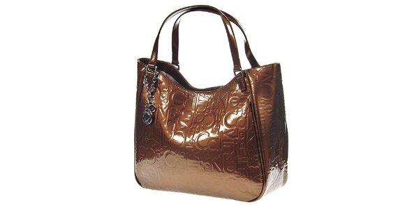 Dámska hnedá kabelka v lesklom prevedení Calvin Klein