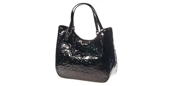 Dámska tmavá kabelka v lesklom prevedení Calvin Klein