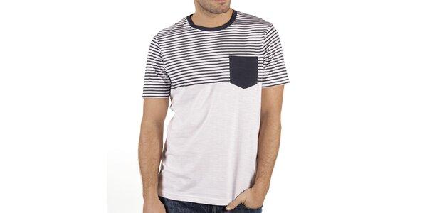 Pánske biele tričko s prúžkami a vreckom New Caro