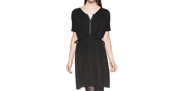 Dámske nariasené čierne šaty Eccentrica