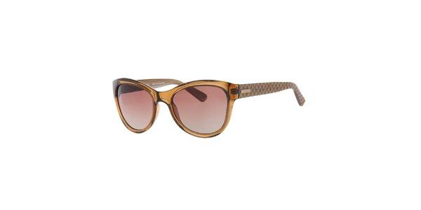 Dámske hnedé slnečné okuliare so vzorovanými stranicami Guess