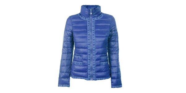 Dámska modrá prešívaná bunda s guličkami Airy