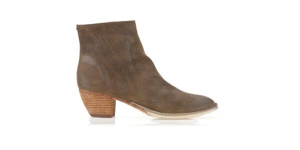 Dámske orieškové semišové topánky Clarks