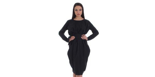 Dámske čierne šaty s opaskom a asymetrickou sukňou SforStyle