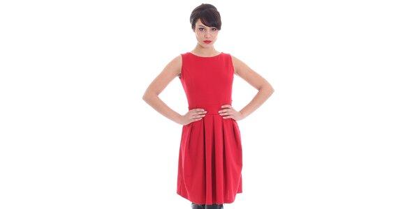 Dámske červené šaty so srdcovým prestrihom SforStyle