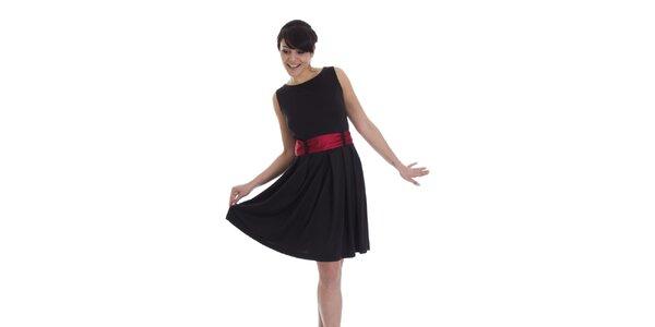Dámske čierne šaty s červeným opaskom SforStyle