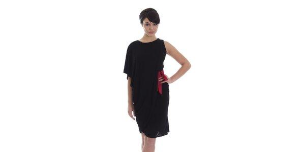 Dámske asymetrické čierne šaty s červeným opaskom SforStyle