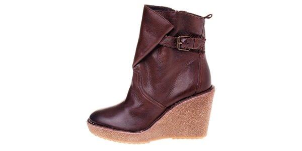 Dámske čokoládovo hnedé kožené topánky Buffalo na vysokom podpätku