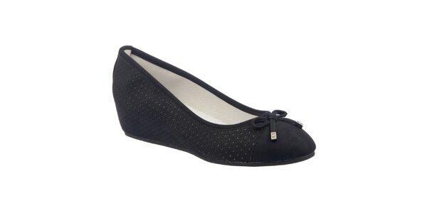 Dámske čierne perforované topánky s klínom Keddo