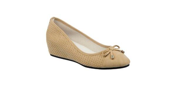 Dámske béžové perforované topánky s klínom Keddo