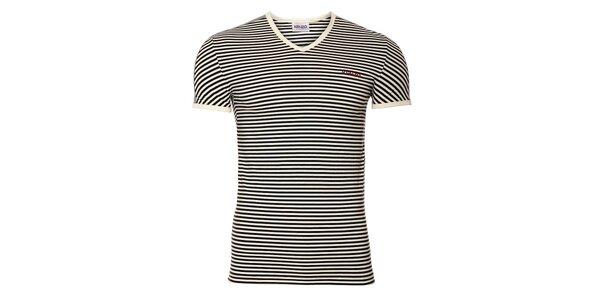 Pánske bavlnené tričko Kenzo s čierno-bielymi prúžkami a výstrihom do véčka
