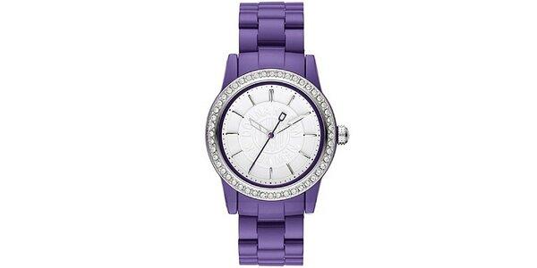 Dámske analógové hodinky s kamienkami na lunete a fialovým remienkom DKNY