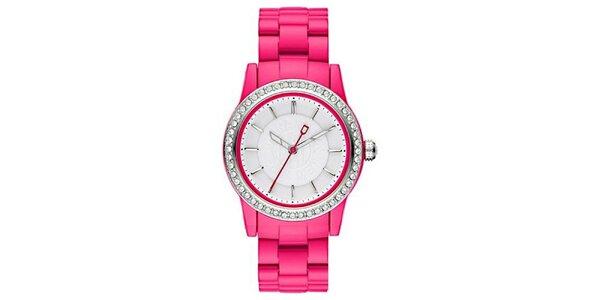 Dámske analógové hodinky s kamienkami na lunete a ružovým remienkom DKNY