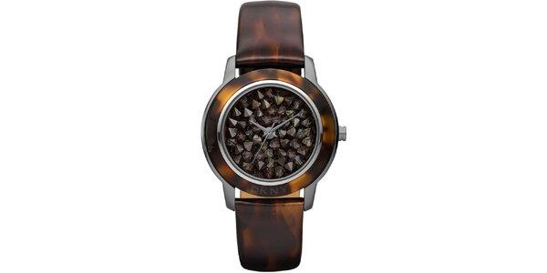 Dámske hnedé analógové hodinky so žíhaním DKNY