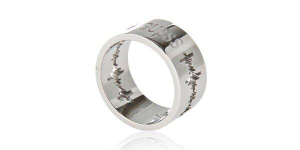 Dámsky ocelový prsteň Guess s rytinou