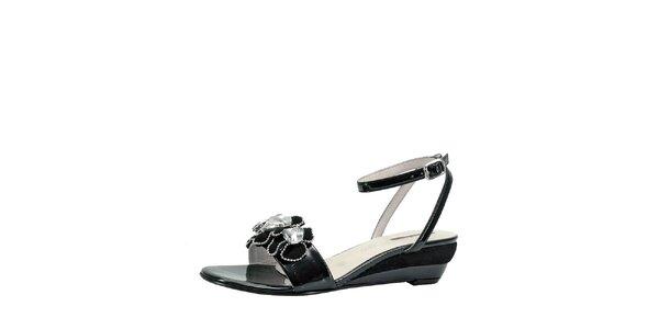 Dámske čierne sandálky na kline s kvetinami Roberto Botella