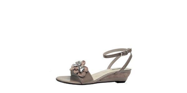 Dámske béžové sandálky na kline s kvetinami Roberto Botella