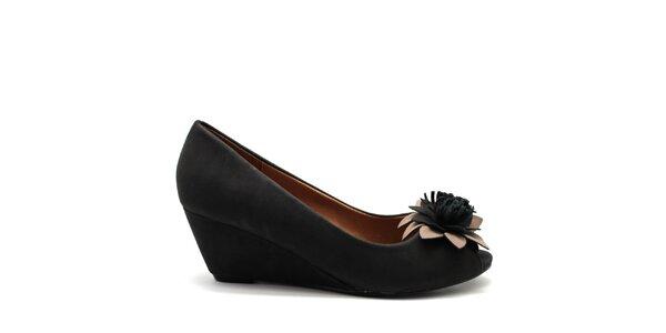 Dámske čierne topánočky na kline Furiezza