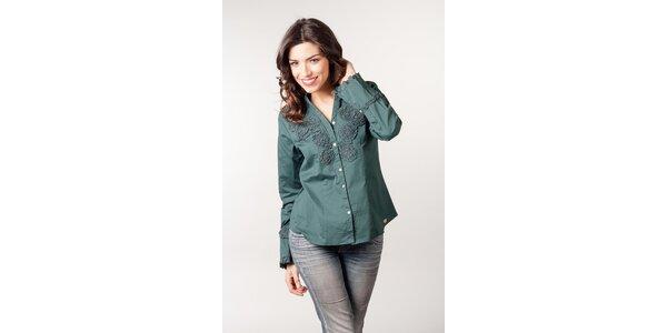 Smaragdová košeľa s kvetinovou aplikáciou CurioCity