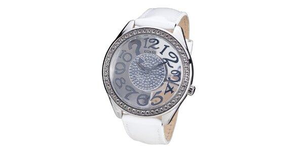 Dámske hodinky s kamienkami a bielym remienkom z kože Guess