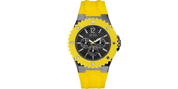 Pánske hodinky so žltým silikonovým remienkom Guess