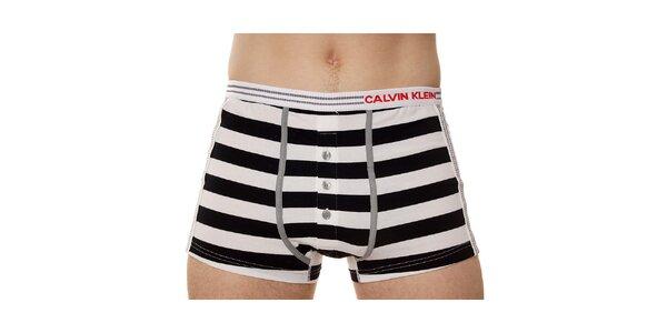 Pánske čierno-biele prúžkované boxerky Calvin Klein