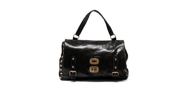 Dámska čierna kabelka s prackami a cvočkami Carla Ferreri