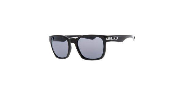 Oválne slnečné okuliare v čiernej farbe Oakley