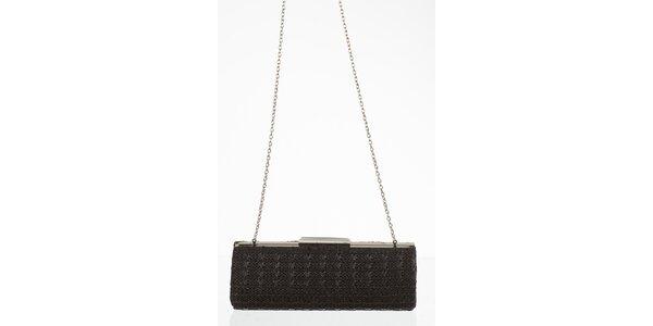 Čierna kabelka na retiazke so zapínaním na sponu
