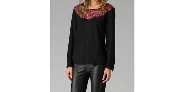 Elegantný čierny top so zdobeným sedlom Twist