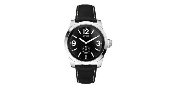 Pánske hodinky s čiernym koženým remienkom Guess