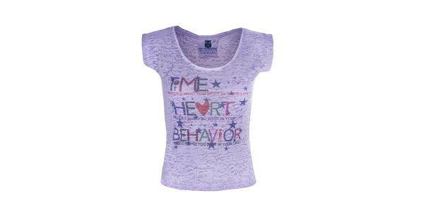 Dámske fialové tričko s farebným nápisom Me Da Igual