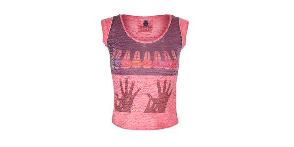 Dámske červené tričko s farebným obrázkom Me Da Igual