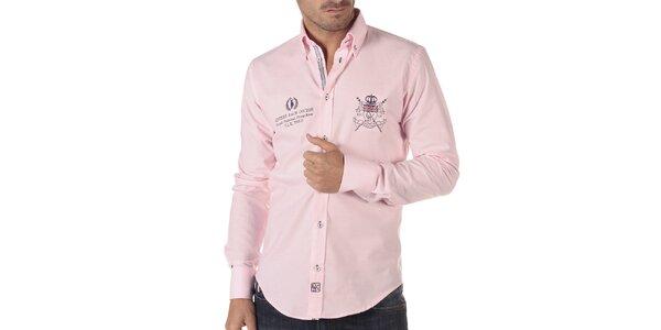 Pánska ružová košeľa s ozdobnými prvkami na hrudi CLK