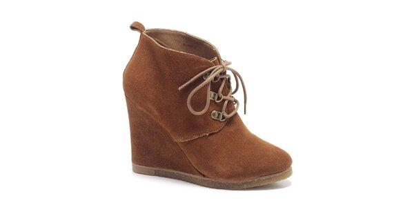 Dámske orieškovo hnedé kotníkové topánky Steve Madden
