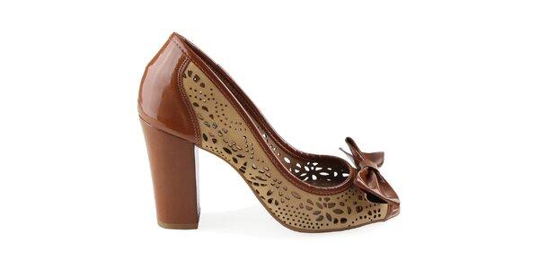 Dámske lakované topánky na opätku s perforovanými detailmi Made In