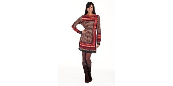 Vínové šaty s geometrickým vzorom Peace&Love
