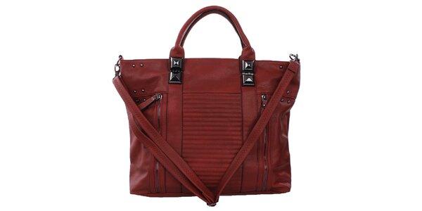 Dámska červená kabelka s ozdobnými zipsami a cvokmi Bessie