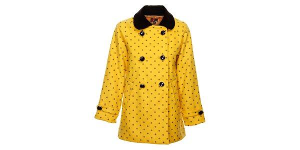 Dámsky horčicový zimný kabát Yumi s čiernou potlačou