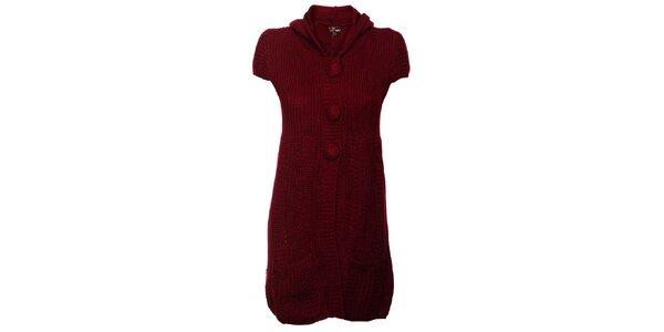 Dámske vínové pletené šaty Yumi s kapucou a brmbolcami