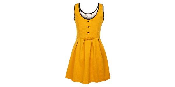 Dámske horčicové šaty Yumi s ozdobnými pätkami