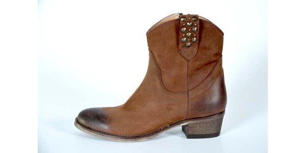 Dámske svetlo hnedé kotníkové topánky Bluegenex s kovovými cvokmi