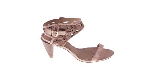Dámske staroružové sandálky s ozdobnou perforáciou Via Uno