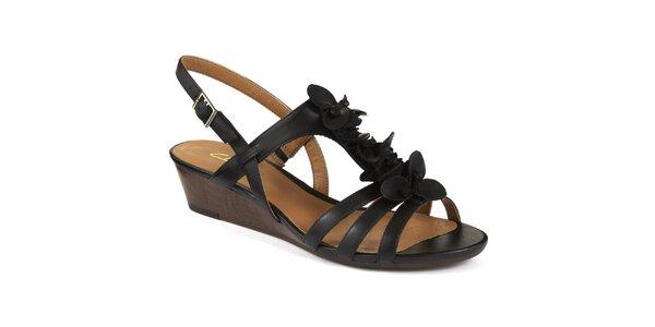 Dámske čierne sandále na nízkom kline Clarks
