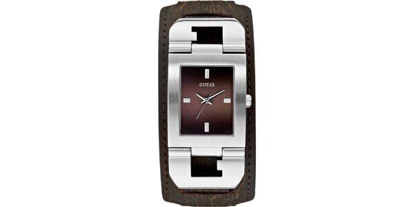 Pánske designové oceľové hodinky s hnedým koženým remienkom Guess
