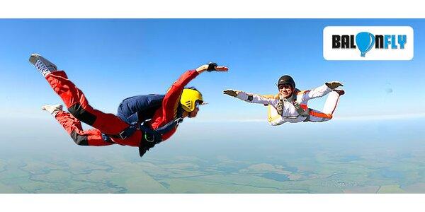 Výcvik a samostatný zoskok s padákom